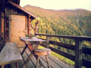 Cabin overlooking green valley